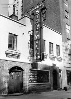 O Stonewall Inn no final dos anos 1960