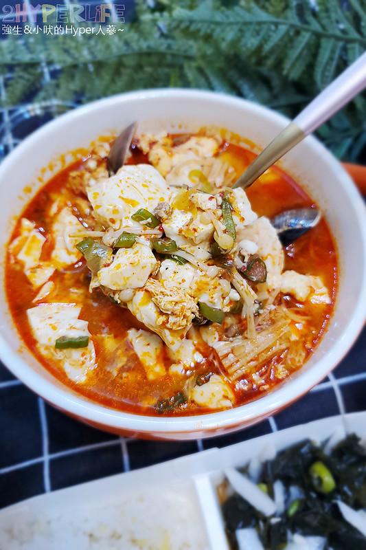 51256419251 b9cffcd552 c - 韓國主廚開的道地韓式家庭料理~韓國餐桌泡菜豬五花湯外帶也好吃,海鮮煎餅料多味美~