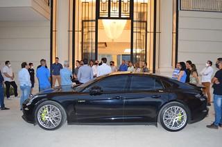 Ânderson chegou à bordo de seu Porsche