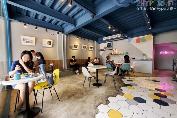 51310726918 cae9e350fc c - 有著大片落地窗的地中海藍咖啡館,Pluto Espressoria的肉桂捲也不少人推薦!