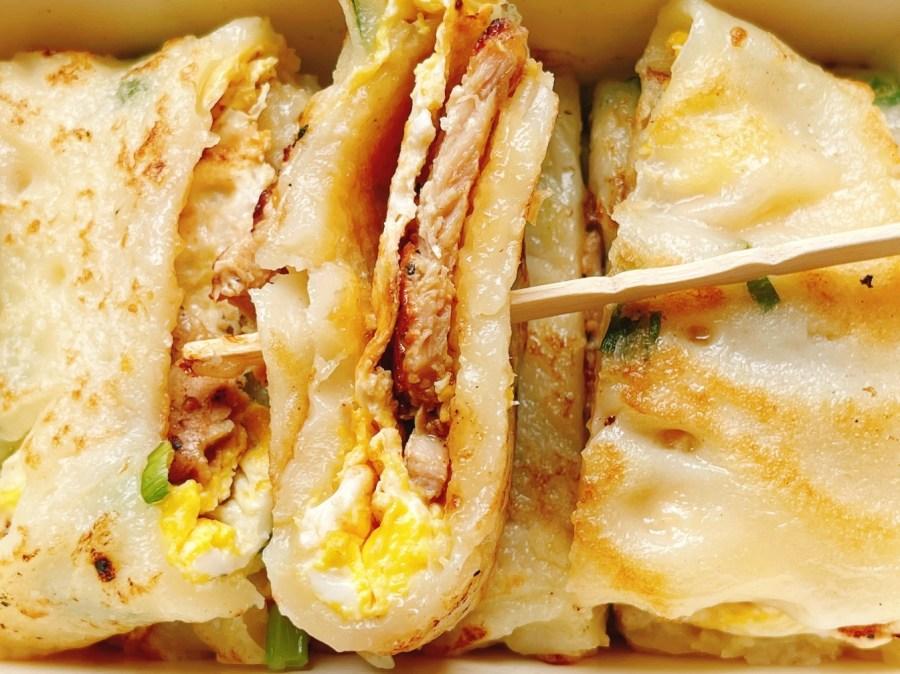 [桃園美食]蛋蛋早餐店 外帶銅板美食~粉漿蛋餅超厚實.現點現煎蛋餅口味多 @VIVIYU小世界