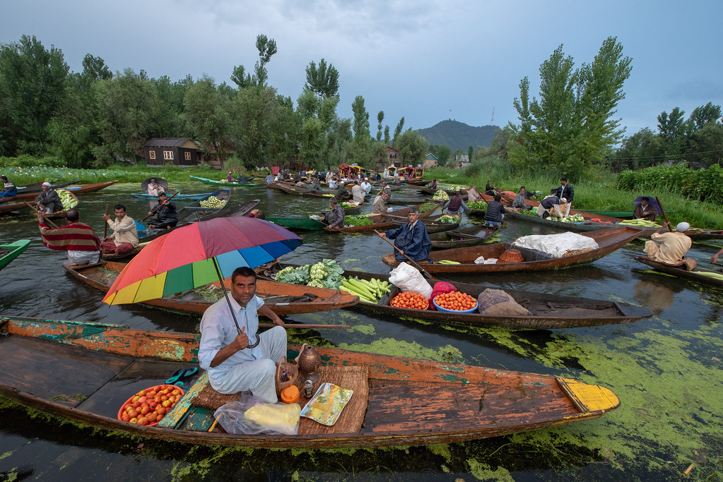 FloatingMarketDalLakeSrinagar_065