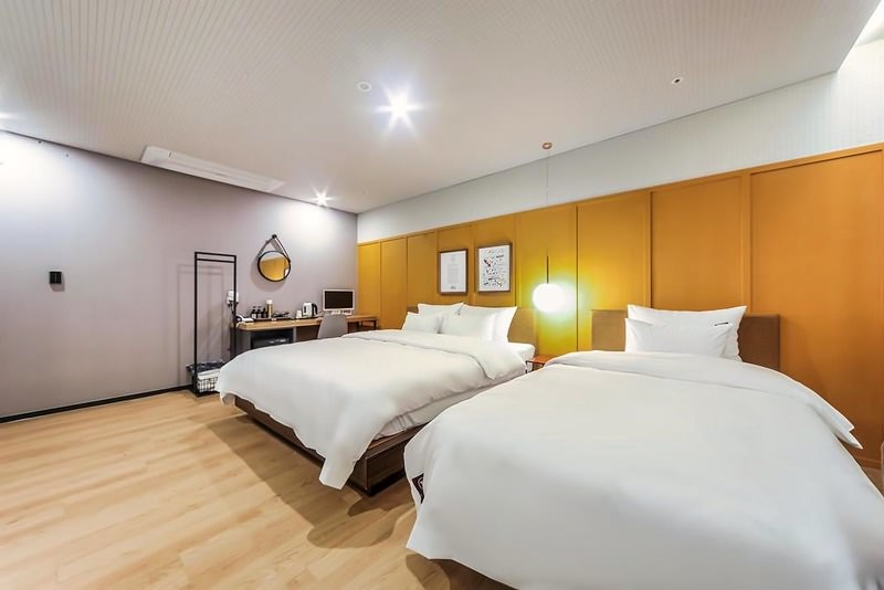 Seomyeon Brown-Dot Hotel Gold 2