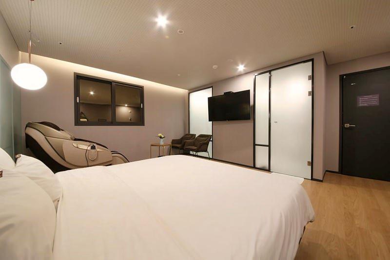 Seomyeon Brown-Dot Hotel Gold 3