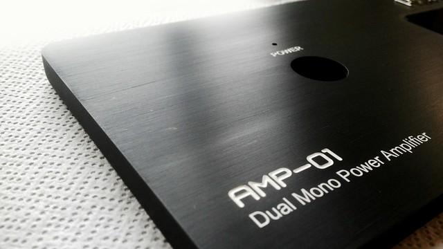 grawerowane opisy w panelu do audio