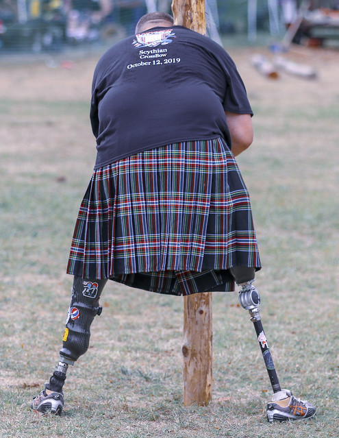 Traditional Scottish caber toss (1)