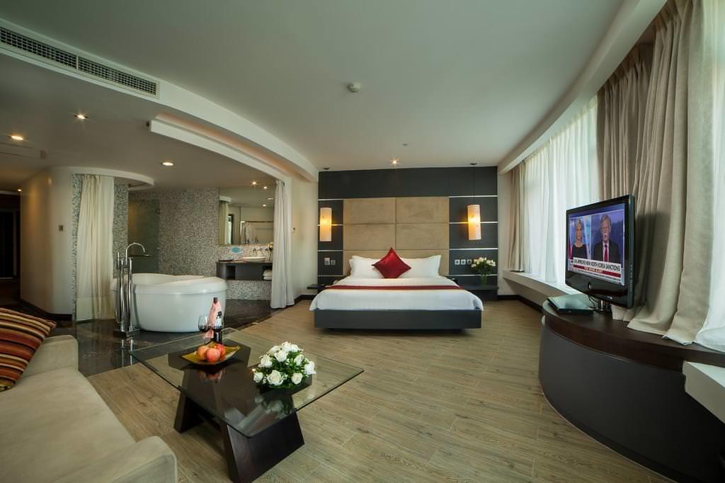 The Hanoi Club Hotel & Lake Palais Residences 2