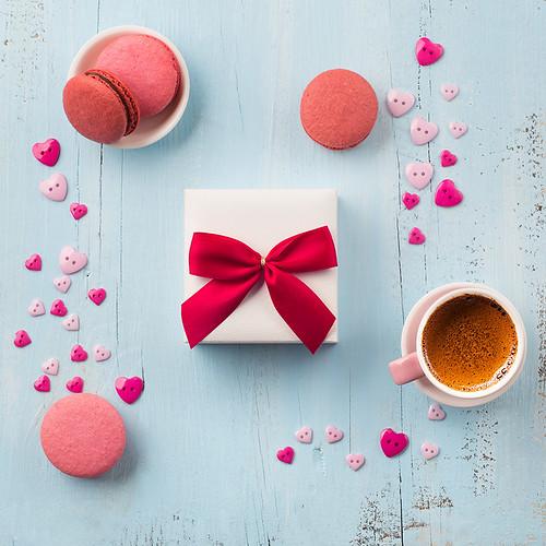 14_Coffee, macaroons and handmade wrapped gift box