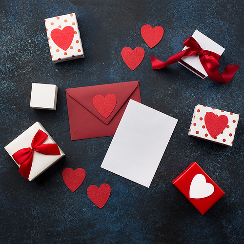 11_Empty card with Red envelope, gifts and hearts
