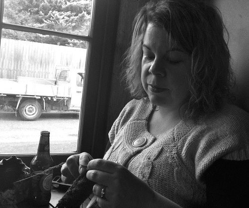 knitting in braidwood hotel