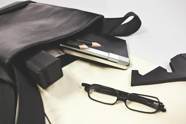 reporter_bag_roller_pens_glasses