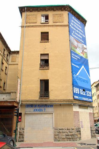 Edificios de viviendas deshabitados y casi en ruinas en la manzana compuesta por la calle Olite, calle Teobaldos, calle Amaya y calle Leire.
