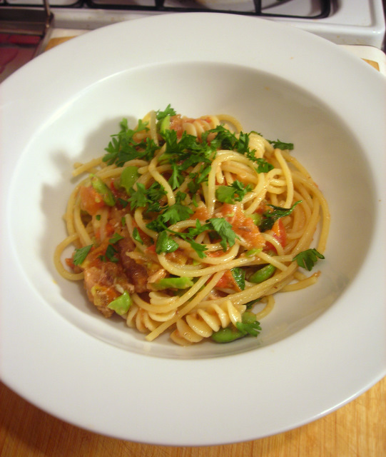 Pasta with sardines, fava beans and tomato