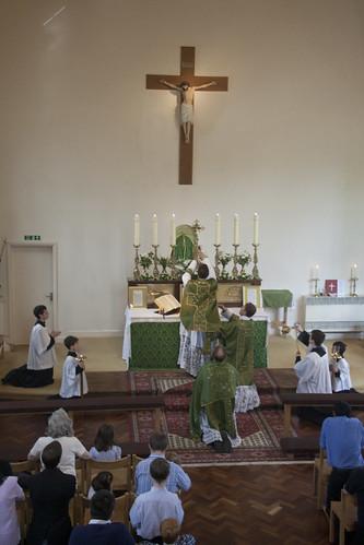 A consagração em uma Missa Solene.