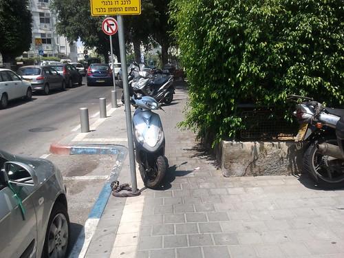 חניית אופנועים בתל-אביב