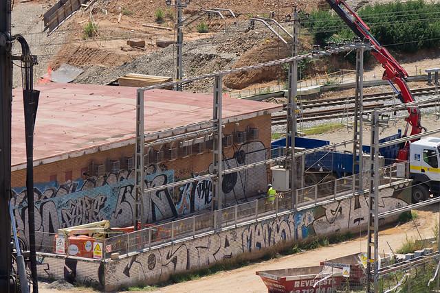 Antigua subestación eléctrica - Vaciado del material interior antes de la demolición - 21-07-11
