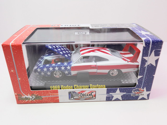 m2 auto dreams patriot release boxed 1951 studebaker 2r truck red white n blue (4)