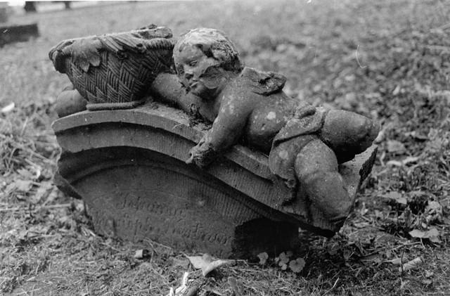 Broken cupid