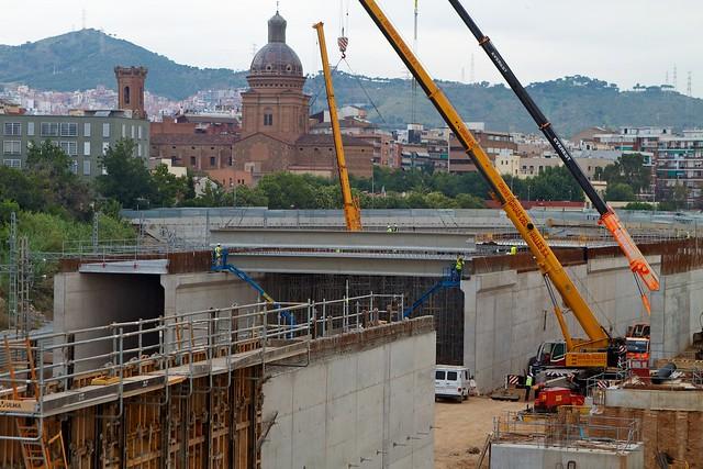 Triangle Ferroviari - Colocando vigas junto a puente de Sant Adrià - 26-07-11