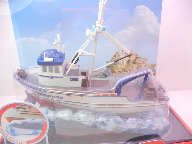 disney store cars 2 crabby the boat (3)