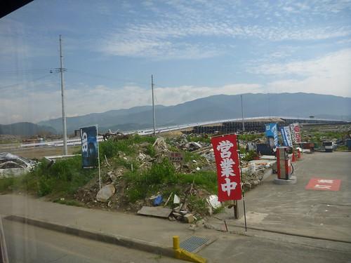気仙大橋を渡る, 震災ボランティアバス 陸前高田行き Japan Quake Volunteer Bus to Rikuzentakata, Iwate pref.