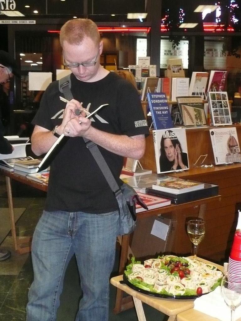ArtAbout 11-11-11, Avid Reader