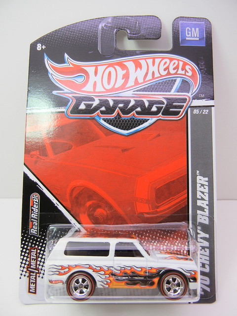 2011 HOT WHEELS GARAGE 30 CAR SET '70 CHEVY BLAZER (1)