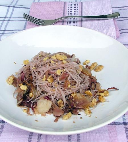 Vermicelli di riso,cipolla rossa, pera e noci