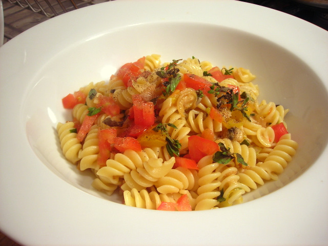 Pasta with white clam sauce and heirloom tomatoes