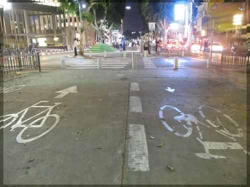 שבילי אופניים ברוטשילד על כל השדרה