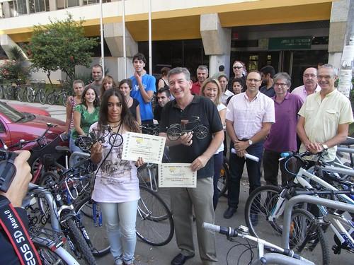 """La Plataforma Carril-Bici de Córdoba ha hecho público la concesión de los Premios """"Ring-Ring"""" y """"Pinchazo"""" en su séptima convocatoria. Recoge el premio Emilio García Fernández."""