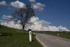 Strasse in die Wolken