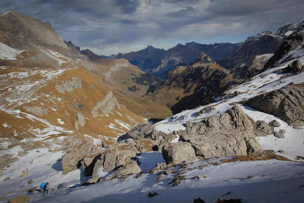 Snowy descend toward the Usser Üschene valley