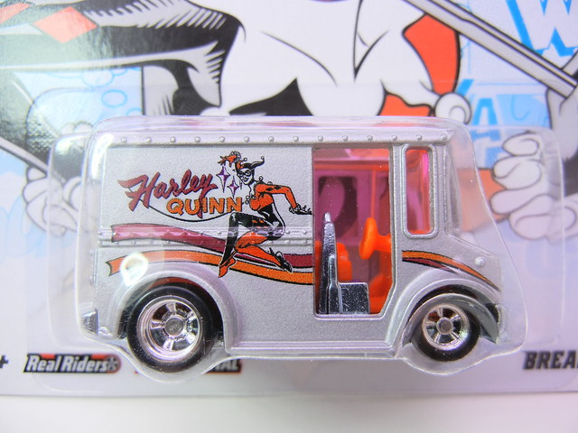 HOT WHEELS NOSTALGIA DC COMICS HARLEY QUINN BREAD BOX (2)