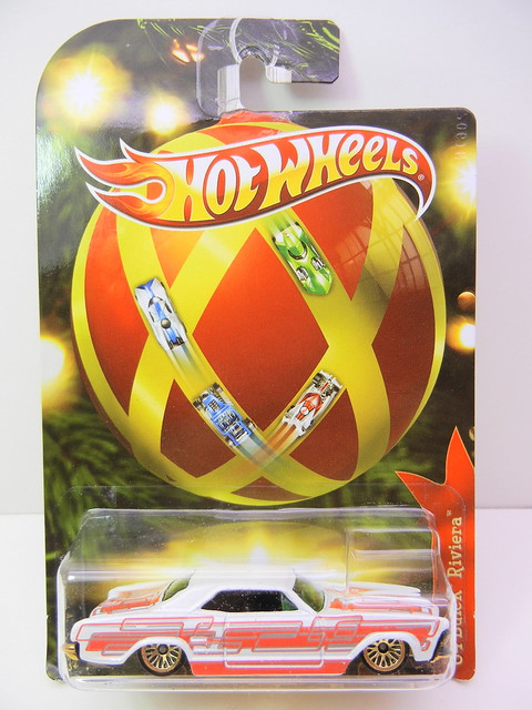 2011 hot wheels holiday hot rods '64 buick riviera (1)
