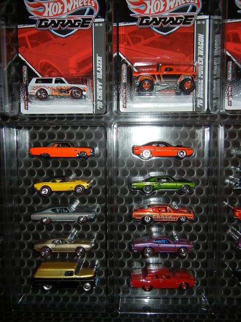 2011 HOT WHEELS GARAGE 30 CAR SET (7)