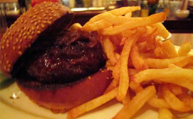 $26 burger at minetta tavern