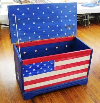Americana chest