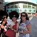 Nuestra ganadora del concurso Cristina con su acompañante recogiendo su entrada de Ricky Martin - Pepetravel