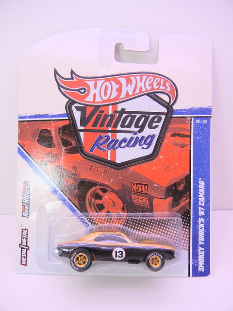 hot wheels vintage racing smokey yunick's  '67 camaro (1)
