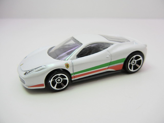 hot wheels 2012 ferrari 458 italia (3)