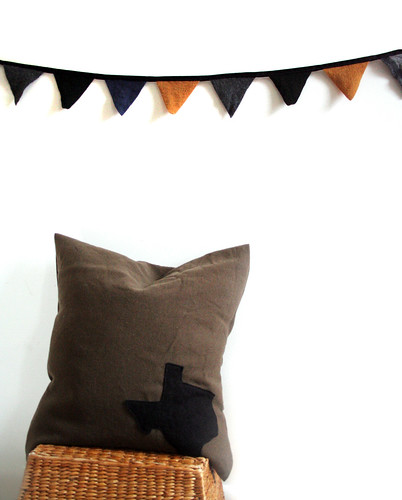 The Manly Texas Pillow with the Manly Bunting