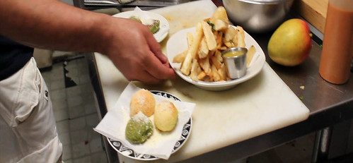Aipim frito (Fried manioc, yucca, cassava)