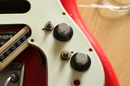 Removed volume and tone knobs