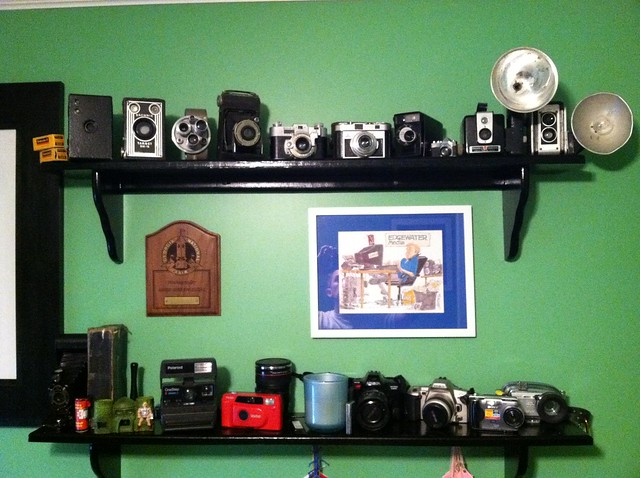 Vintage Kodak Brownie Reflex iPhone Dock (2/6)