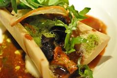 Starter detail: Escargots et Os à la moelle, Champignons de bois