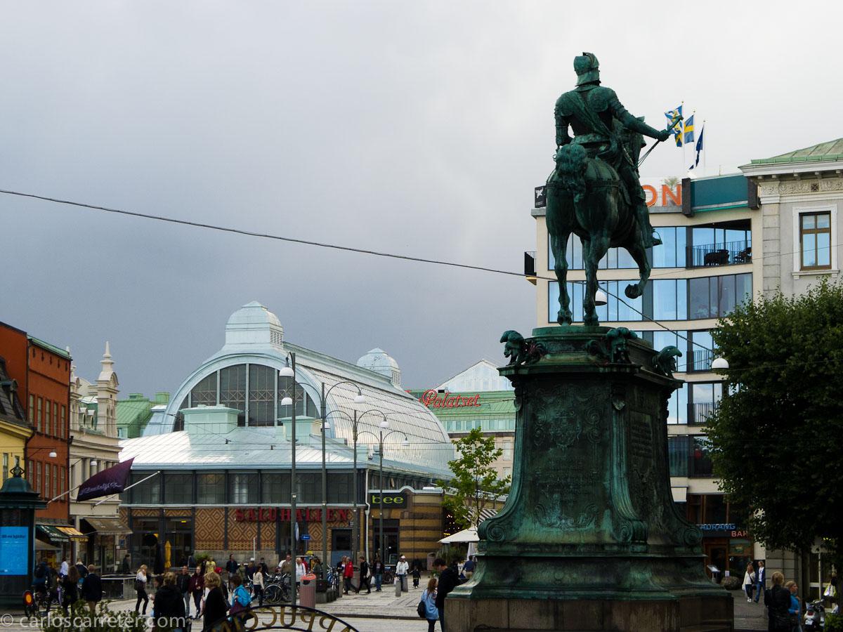 Caballero y mercado central