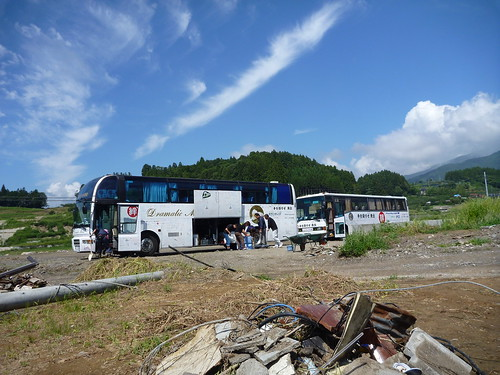 陸前高田市米崎町でボランティア (「手を貸すぜ 東北」レーベン隊) Japan Earthquake Recovery Volunteer at Rikuzentakata, Iwate pref. Deeply Affected Area by the Tsunami