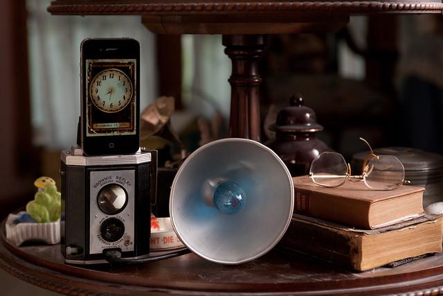 Vintage Kodak Brownie Reflex iPhone Dock (1/6)