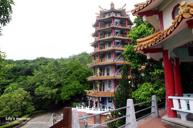 看得出來龍鳳佛堂就在鯉魚山山腳下,被樹林圍繞,那邊很適合在炎熱的夏天內乘涼,也怪不得成為許多年長者的休閒去處了。